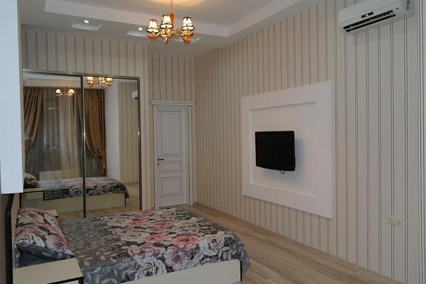 2-комнатная квартира посуточно в Одессе. Приморский район, ул. Генуэзская, 36. Фото 1