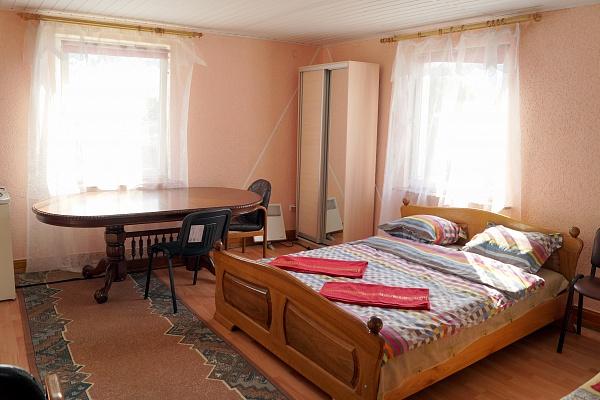 2-комнатная квартира посуточно в Хотине. ул. Центральная, 1. Фото 1