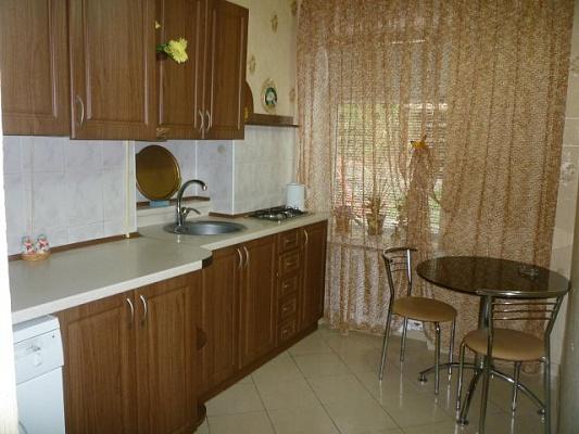 2-комнатная квартира посуточно в Одессе. Приморский район, ул. Гоголя, 9. Фото 1