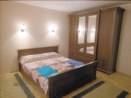3-комнатная квартира посуточно в Комсомольске. ул. Конституции, 46. Фото 1