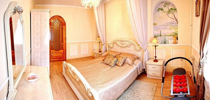 3-комнатная квартира посуточно в Севастополе. Ленинский район, ул. Большая Морская, 52. Фото 1
