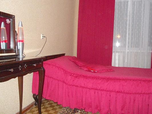 2-комнатная квартира посуточно в Сумах. Заречный район, ул. Римского Корсыкова, 8. Фото 1