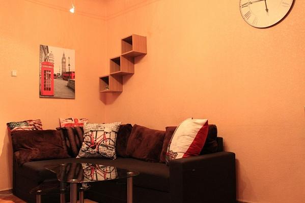 2-комнатная квартира посуточно в Киеве. Голосеевский район, ул. Красноармейская, 84. Фото 1