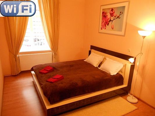 2-комнатная квартира посуточно в Львове. Галицкий район, ул. Мартовича, 5. Фото 1