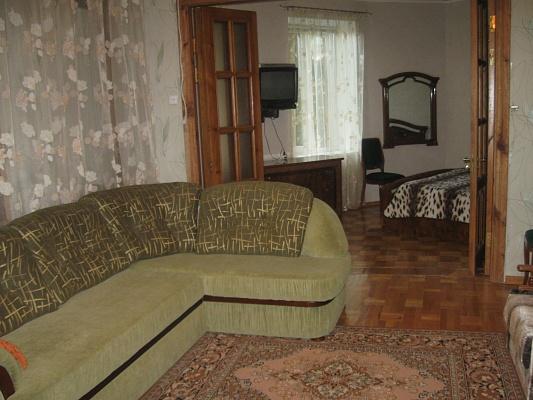 3-комнатная квартира посуточно в Ялте. ул. Халтурина, 12/1. Фото 1