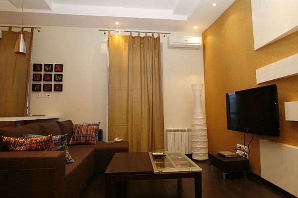 2-комнатная квартира посуточно в Киеве. Печерский район, ул. Крещатик, 13. Фото 1