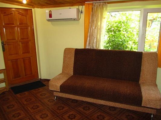 1-комнатная квартира посуточно в Алупке. ул. Калинина, 27. Фото 1