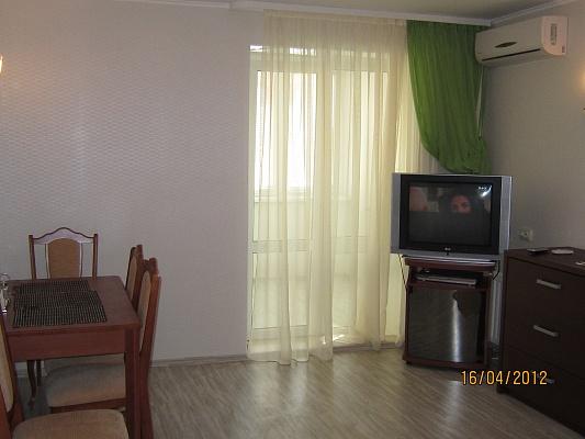 2-комнатная квартира посуточно в Харькове. Краснозаводской район, пр-т Московский, 64-а. Фото 1