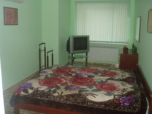 3-комнатная квартира посуточно в Ялте. ул. Володарского, 5/25. Фото 1