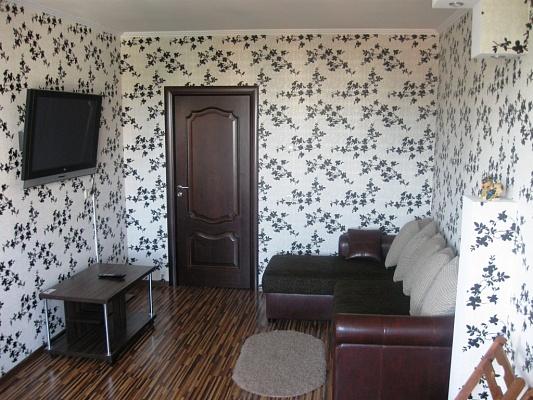 1-комнатная квартира посуточно в Чернигове. Деснянский район, ул. Киевская, 14. Фото 1