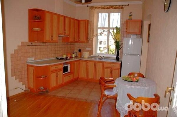 2-комнатная квартира посуточно в Львове. Галицкий район, ул. Ивана Франко, 2. Фото 1