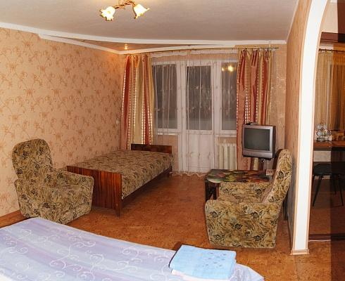 1-комнатная квартира посуточно в Луганске. Ленинский район, ул. Шевченко, 28. Фото 1