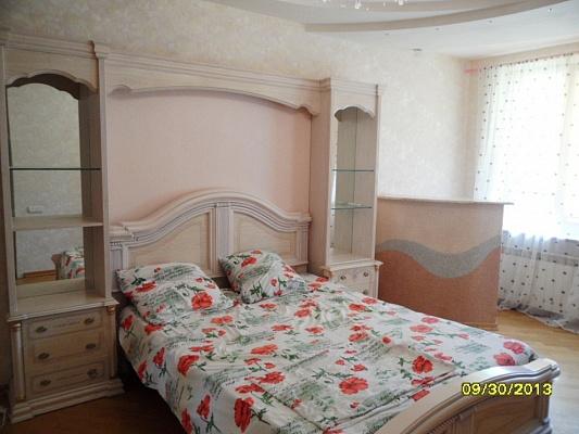 2-комнатная квартира посуточно в Евпатории. ул. Демышева, 121. Фото 1