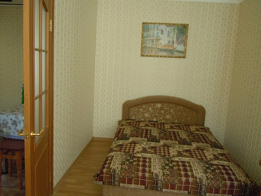 2-комнатная квартира посуточно в Евпатории. ул. Пушкина, 41. Фото 1