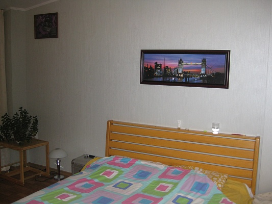 2-комнатная квартира посуточно в Херсоне. Суворовский район, ул. Ленина, 2. Фото 1