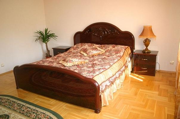 3-комнатная квартира посуточно в Тернополе. ул. Спадистая, 8. Фото 1