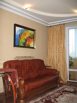 2-комнатная квартира посуточно в Севастополе. Ленинский район, ул. Очаковцев, 26. Фото 1