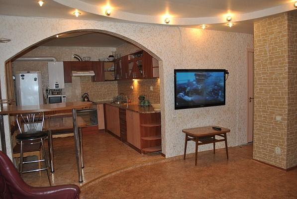 3-комнатная квартира посуточно в Бердянске. ул. Мазина, 65. Фото 1