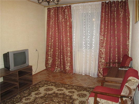 2-комнатная квартира посуточно в Мариуполе. ул. 50 лет СССР, 24. Фото 1