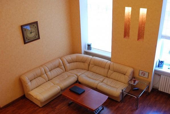 2-комнатная квартира посуточно в Мариуполе. пр-т Ленина, 40. Фото 1
