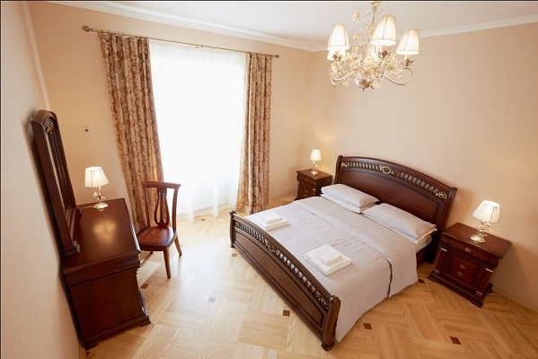 2-комнатная квартира посуточно в Львове. Галицкий район, ул. Бр. Рогатинцев, 7. Фото 1