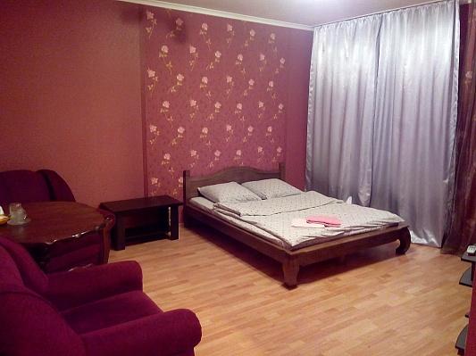 1-комнатная квартира посуточно в Киеве. Оболонский район, ул. Михаила Майорова, 7. Фото 1