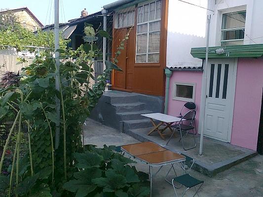 Дом  посуточно в Феодосии. ул. Куйбышева, 12. Фото 1