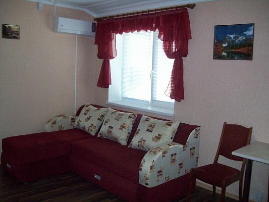 2-комнатная квартира посуточно в Черкассах. ул. Б. Хмельницкого, 50. Фото 1