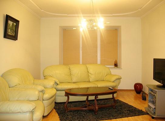 3-комнатная квартира посуточно в Сумах. Ковпаковский район, ул. Ильинская, 51-В. Фото 1