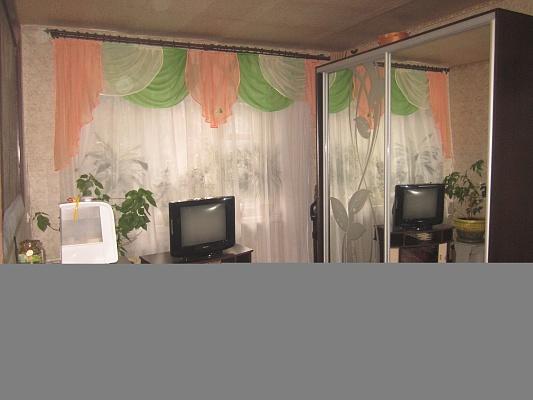2-комнатная квартира посуточно в Артемовске. ул. Обороны, 30. Фото 1