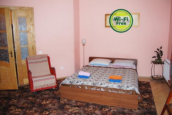 3-комнатная квартира посуточно в Львове. Зализнычный район, ул. Железнодорожная, 7а. Фото 1