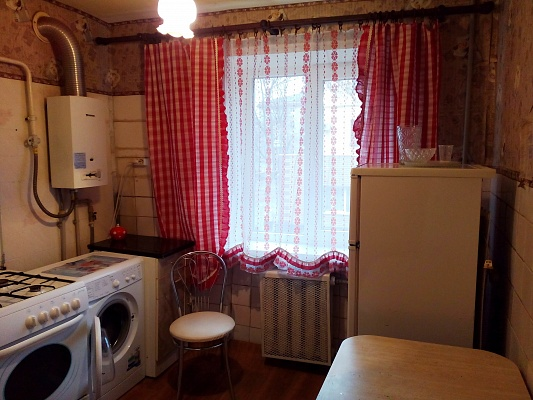 2-комнатная квартира посуточно в Донецке. Калининский район, ул. Антипова, 2. Фото 1