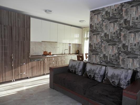 3-комнатная квартира посуточно в Ивано-Франковске. ул. Академика Сахарова, 27а. Фото 1