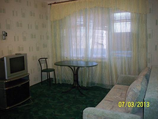 1-комнатная квартира посуточно в Краматорске. ул. Дворцовая, 58. Фото 1
