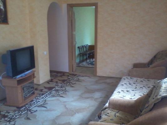 2-комнатная квартира посуточно в Алчевске. ул. Ленинградская, 56. Фото 1