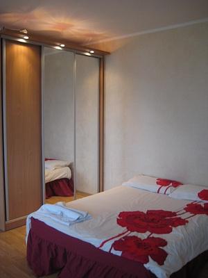 1-комнатная квартира посуточно в Луцке. ул. Зацепы, 10. Фото 1