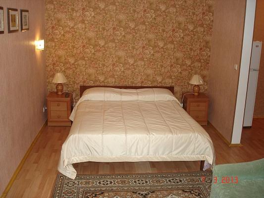 2-комнатная квартира посуточно в Севастополе. Ленинский район, ул. Гоголя, 35. Фото 1