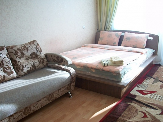 1-комнатная квартира посуточно в Черкассах. ул. Гагарина, 83. Фото 1