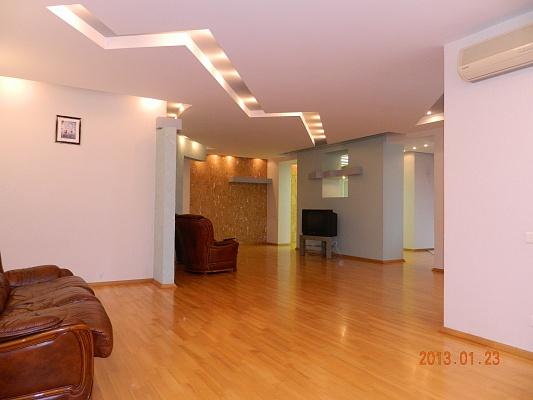 3-комнатная квартира посуточно в Днепропетровске. Кировский район, ул. Свердлова, 26. Фото 1