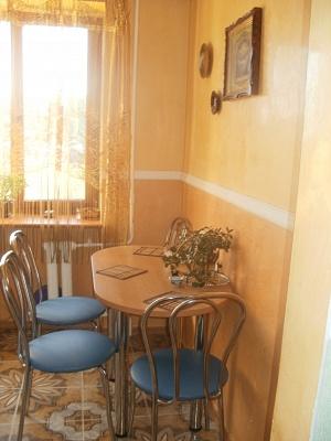 2-комнатная квартира посуточно в Ровно. ул. Соборная, 414. Фото 1