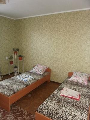 2-комнатная квартира посуточно в Бердянске. ул. Осипенко, 4. Фото 1