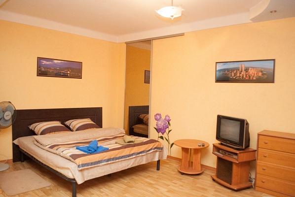 1-комнатная квартира посуточно в Киеве. Печерский район, б-р Дружбы Народов, 25. Фото 1