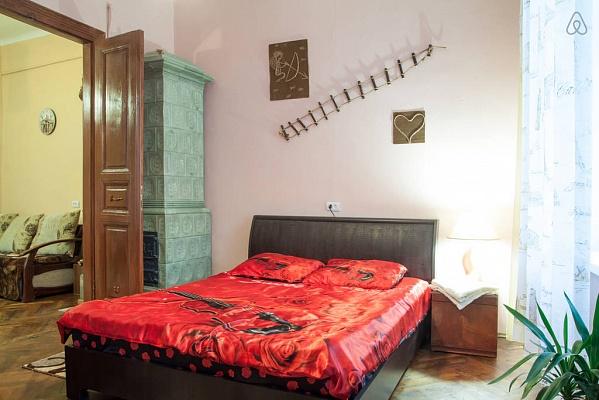 2-комнатная квартира посуточно в Львове. Галицкий район, пл. святого Теодора, 4. Фото 1