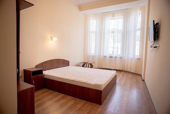 3-комнатная квартира посуточно в Львове. Галицкий район, ул. Б. Хмельницького, 23. Фото 1