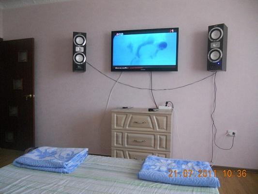 2-комнатная квартира посуточно в Феодосии. ул. Боевая, 4. Фото 1