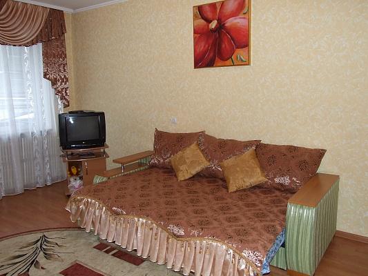 2-комнатная квартира посуточно в Ровно. ул. Черняка, 26. Фото 1
