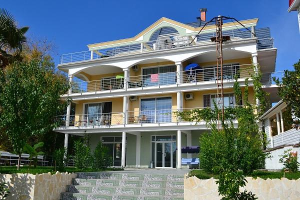 Мини-отель  посуточно в Алуште. ул. Береговая, 12. Фото 1