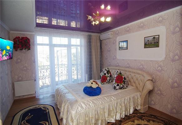 1-комнатная квартира посуточно в Алуште. ул. Саранчева, 24. Фото 1