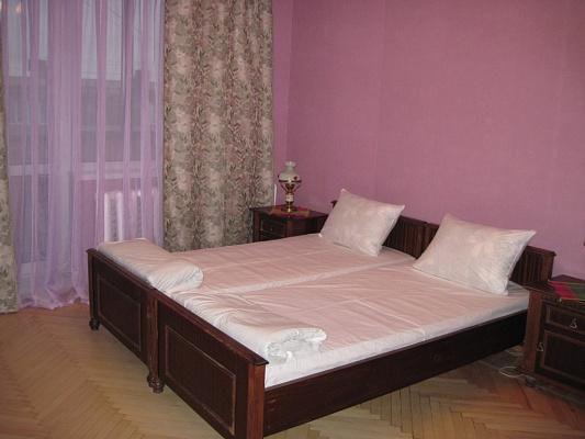 2-комнатная квартира посуточно в Киеве. Соломенский район, ул. Пироговского, 4. Фото 1