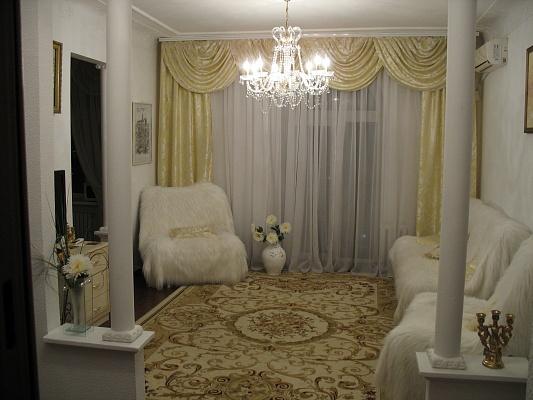 2-комнатная квартира посуточно в Днепропетровске. Бабушкинский район, пр. Карла Маркса, 67. Фото 1
